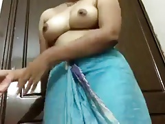 desi indian aunty showing gut