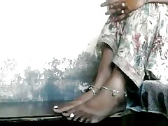 Indian foot fetish.. yummy..