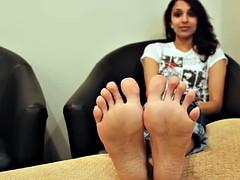 nia feet soles